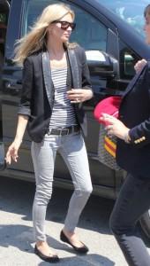 Kate Moss i sort blazer i Sydfrankrig