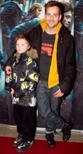 Oliver Bjerrehuus til Harry Potter-premiere med sin søn