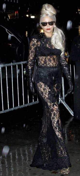 Lady Gaga signerer bogen Lady GaGa X