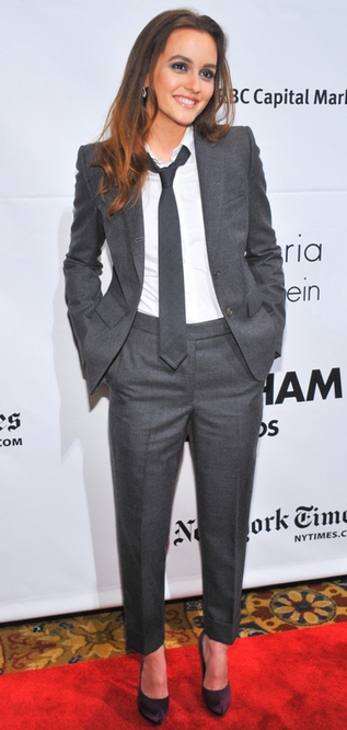 """Smukke Leighton Meester i """"herre"""" flot suit"""