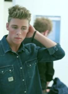Den danske sanger Christopher i moderigtig skjorte